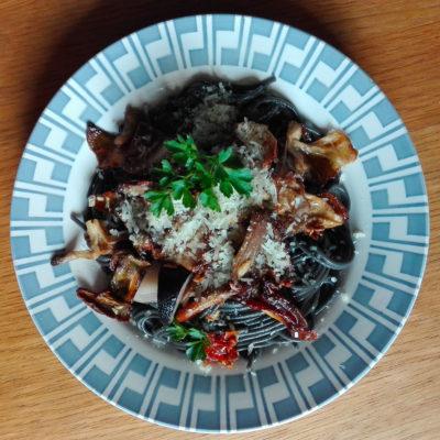 spaghetti à l'encre de seiche - cèpes de Montselgues