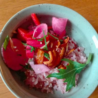 riz vinaigré au lard et légumes lactofermentés
