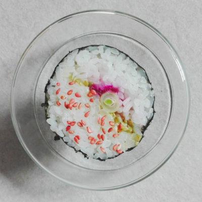 maki à la betterave lacto-fermentée - haricot vert, graines de sésame au prunes